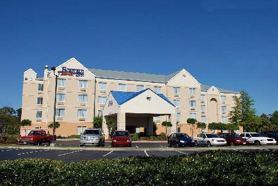 Fairfield Inn Myrtle Beach Broadway at the Beach: Front of Hotel