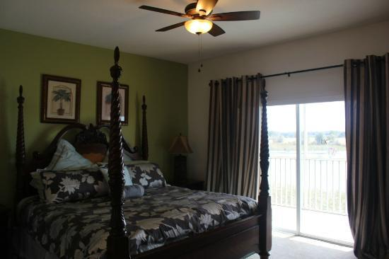 Sunlake Resort: Master Bed Room with King Bed