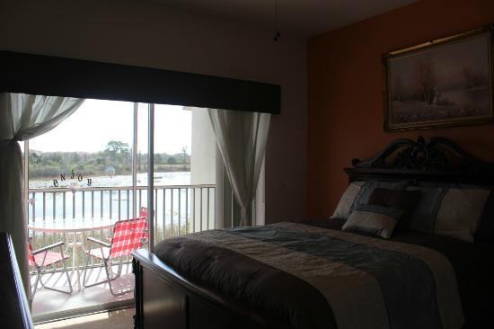 Sunlake Resort: Bed room and Lake view