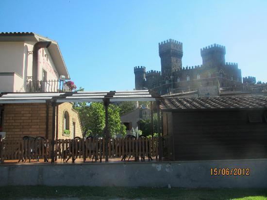 Nuovo Castello: albergo e il castello di torre alfina