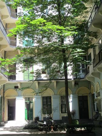 Budapest Easy Flat - Apartments JOKAI: Binnenplaats