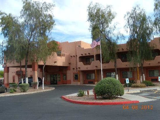 Best Western Gold Canyon Inn & Suites : Arrival and entrance area