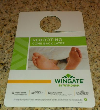 Wingate by Wyndham Cincinnati Airport/Erlanger: As a geek, I laughed when I saw this do-not-disturb sign.