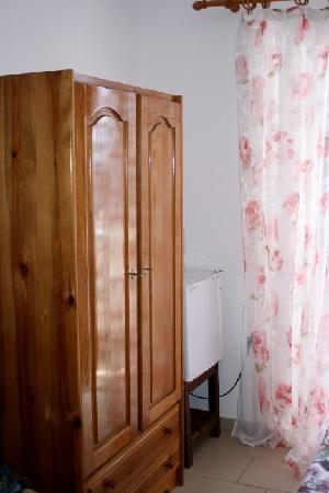 Glykeria Rooms: Glykeria top room #3 - wooden wardrobe and small fridge and freezer