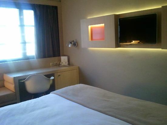 Hotel de Brienne: LE COTE BUREAU