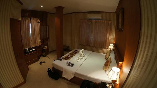 Palm Beach Hotel Phuket: The Room