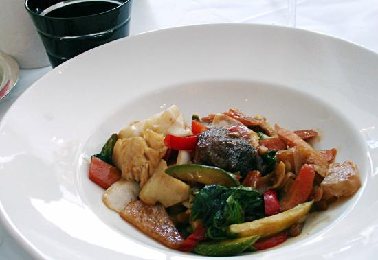 Le Bistro Gourmand: Incredible wok with fish