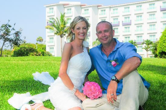 Hard Rock Hotel Vallarta : Wedding Photos - In the garden