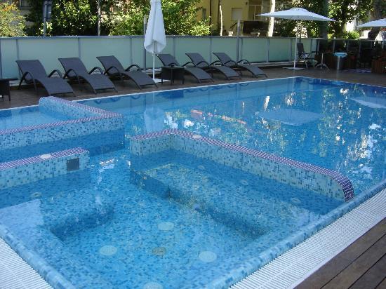 Aqua Hotel: piscina