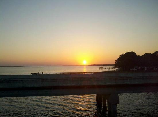 Angelo & Sons Seafood: Sunset from the deck at Angleo's