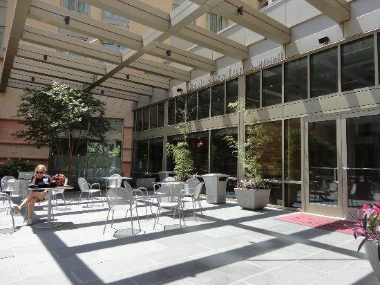 Residence Inn Arlington Courthouse: Patio
