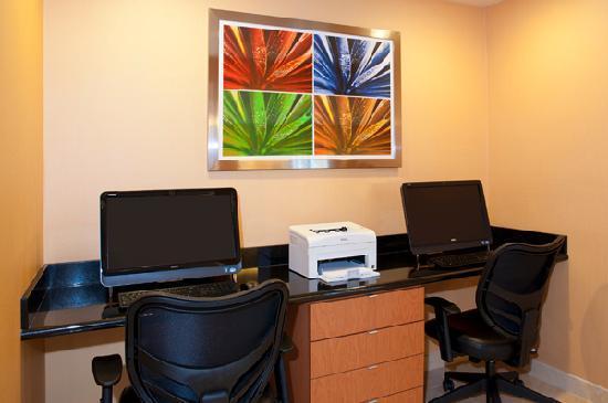 Fairfield Inn & Suites Chicago Naperville : Guest business center