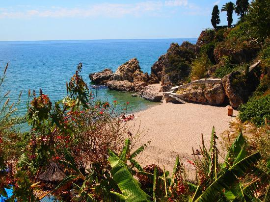 Apartamentos Latin: This little cove is just a few steps from the hotel