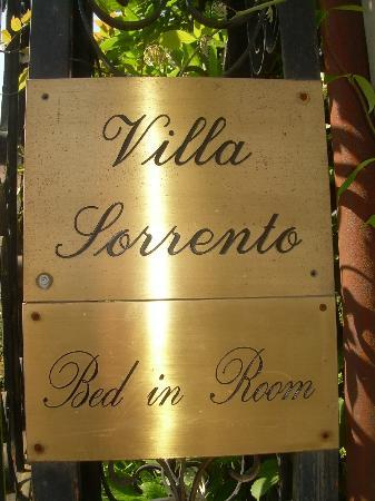 Villa Sorrento: sign