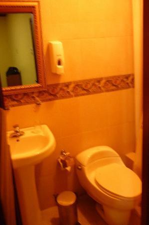 Hotel La Fontana: Baño