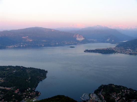 Funivie del Lago Maggiore: View of the islands
