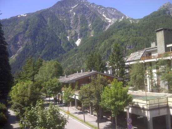 Hotel Courmayeur: Another view from the balcony