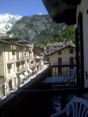 Hotel Courmayeur: View from the balcony