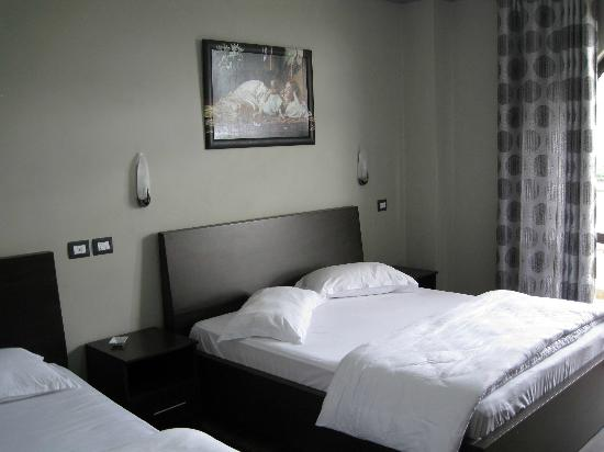 Hotel Panorama : room 101 with double bed (and a single bed)