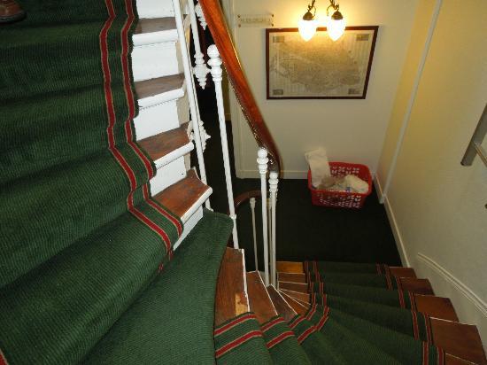 New Orient Hotel: Stairway
