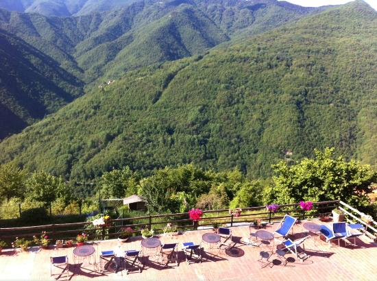 Hotel Ristorante Colomba d'Oro : View from second floor room