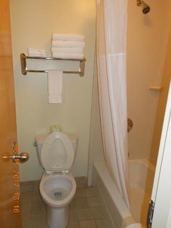 Navy Lodge Key West: Bathroom