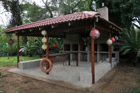 Lai-La Log Cabins : Braai area