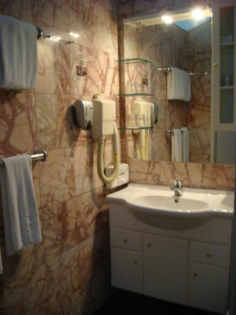 Hotel Zum Dom: Bathroom