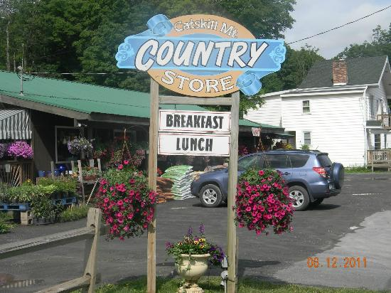 The Catskill Mountain Country Store and Restaurant: The store sign