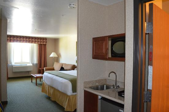 Holiday Inn Express & Suites - Gunnison : Entire room including kitchenette