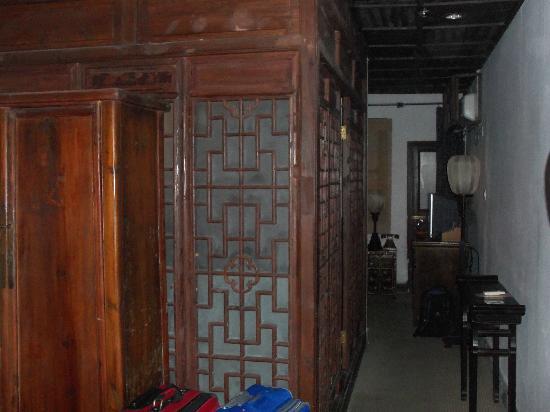 بينغجيانغ لودج سوزهو: View towards the bathroom and sleeping area