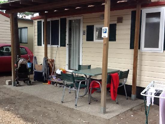 Lido degli Estensi, Italia: Vista esterna casa mobile Giglio