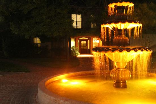 Vintners Inn: fountain