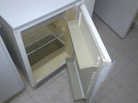 Klashiana Hotel Apartments: fridge