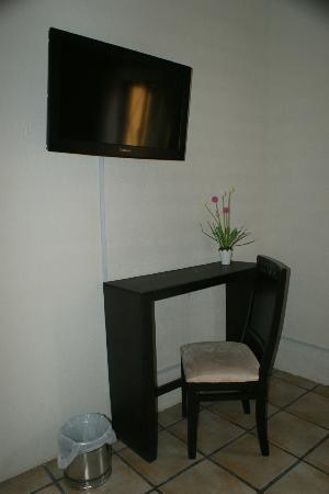 Hostal Punto 79: Servicio de TV con cable en la habitación