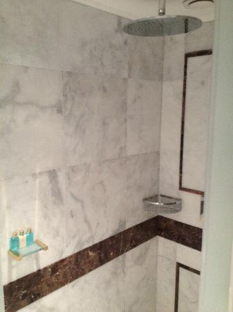 โรงแรมมาร์เดนพาเลซ: bathroom2