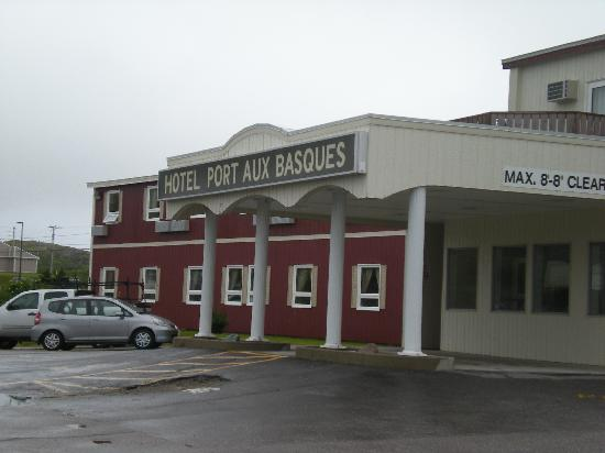Hotel Port aux Basques: Front of Hotel