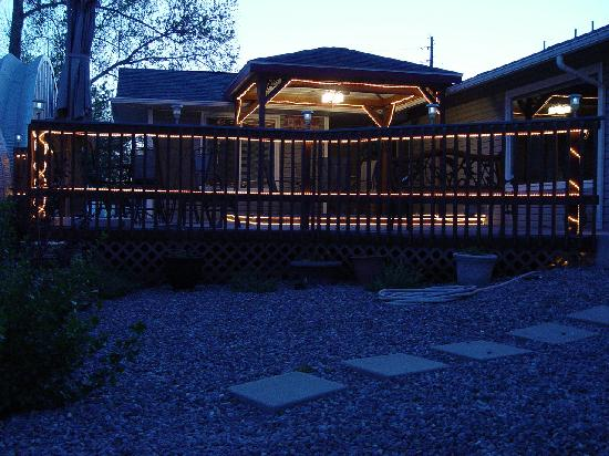 Grand Junction Bed and Breakfast: Back Deck Eating Area