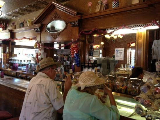 2 people enjoy great ice cream shakes at Woods Creek Cafe
