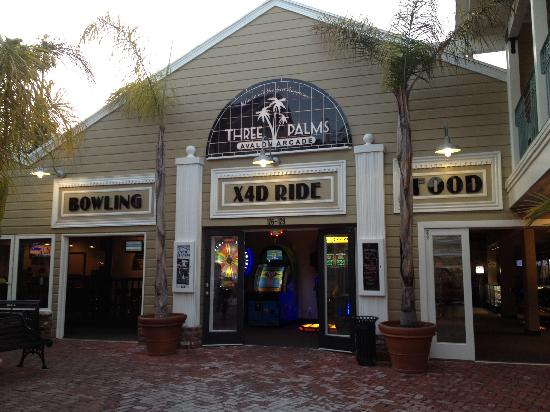 ‪Three Palms Avalon Arcade‬