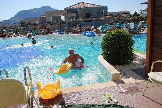 Holiday Village Rhodes: jacuzzi in pool delux area