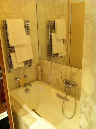 Four Seasons Hotel - Milano: bath
