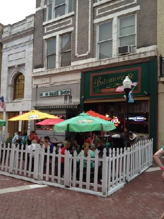 Baltimore Steet Grill: outdoor seating