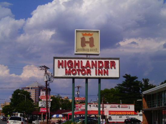 Highlander Motel: Highlander Sign
