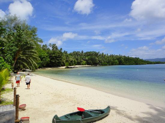 Papatura Island, Îles Salomon : Beach in front of the retreat