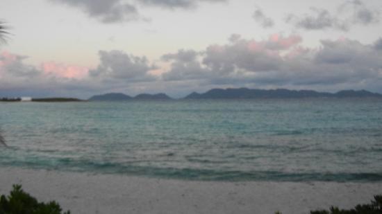 Covecastles Villa Resort: Beach view 