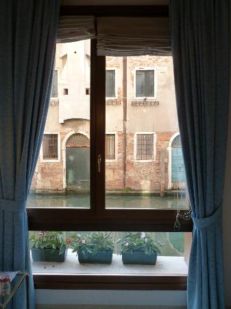 Alla Vite Dorata: Triple room window