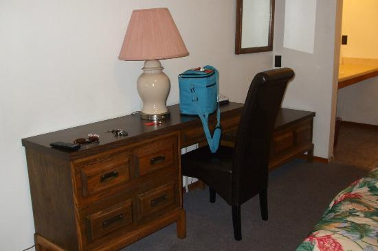 Seven Oakes Motel : room