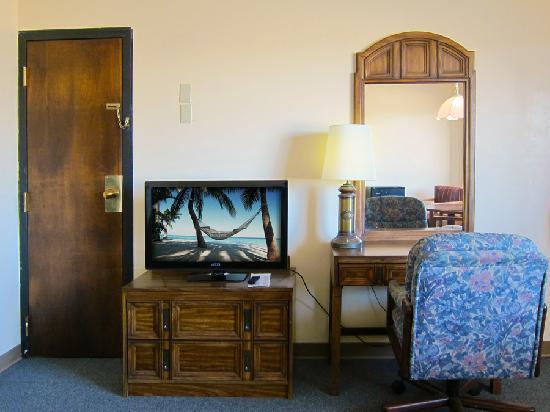 Rose Motel : TV & Desk
