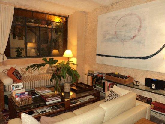Colonia Suite Apartments: Sala de estar